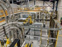 Robot wewnątrz Może zakład produkcyjny obraz stock