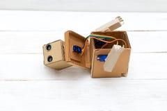 Robot z rękami - Sztuczna inteligencja Rozmontowywający robot Obraz Stock