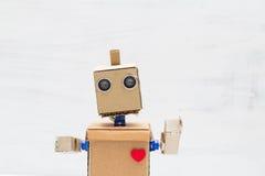 Robot z rękami i sercem na lekkim tle Portret a Obraz Stock