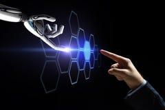 Robota i ludzkiej ręki sieci wzruszający hologram Zdjęcie Royalty Free