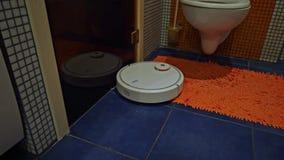 Robota próżniowy czysty czyści łazienkę zbiory