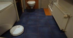 Robota próżniowy czysty czyści łazienki timelapse zdjęcie wideo