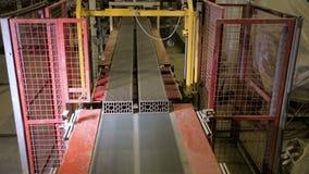 Robotachtige transportband Bakstenenproductie stock footage