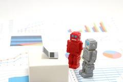 Robotar eller konstgjord intelligens och bärbar dator på grafer och diagram Begrepp av konstgjord intelligens Arkivbild