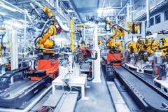 Robotar i en bilfabrik Royaltyfri Fotografi
