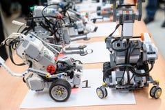 Robotar som göras av Lego kvarter Arkivbilder