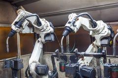 Robotar som svetsar laget Royaltyfria Bilder