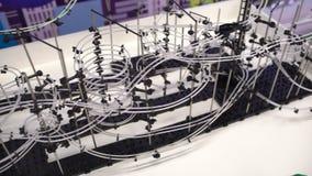 Roboten visade för barn på den 4th ryska vetenskapsfestivalen Händelsen siktade att popularisera vetenskap och arkivfilmer