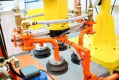 Roboter für Bewegungspaket im logistischen Lager Stockfotografie