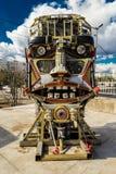 Roboter-Kopf hergestellt von sortiertem Kram-Metall Stockfotografie