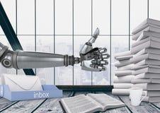 Roboter mit den Daumen oben in einem Büro Lizenzfreie Stockfotografie