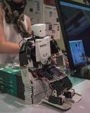 Roboter an verdrahtetem folgendem Fest in Mailand, Italien Stockbilder