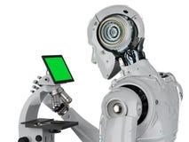 Roboterarbeit über Mikroskop stockfotografie