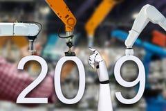 Roboterarm und Technologie neuen Jahres 2019 lizenzfreies stockbild