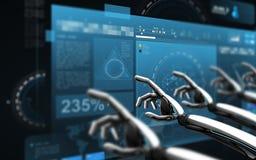 Roboterhände, die virtuelle Schirme über Schwarzem berühren Stockfotografie