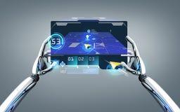 Roboterhände mit gps-Navigator auf Tabletten-PC Lizenzfreie Stockbilder