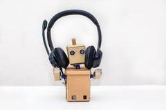 Roboterkopfhörerschwarzstände Stockfoto