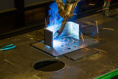 Robotermig Schweißen CNC von Halbzoll- Stahlteilen Lizenzfreie Stockfotografie