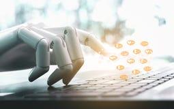 Robothänder och fingrar pekar online-affärsmeddelandet, något liknande, anhängare och kommentar för socialt massmedia royaltyfri foto