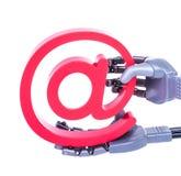 robothand met e-mailsymbool Stock Foto's