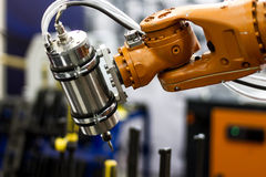 Robothand och fjäril Royaltyfri Fotografi
