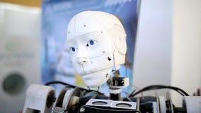 Robothuvud i handling arkivfilmer