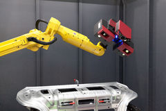 Robotic arm med bildläsaren 3D Automatiserad scanning Royaltyfri Fotografi