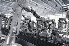 Robotic arms with empty conveyor belt Royalty Free Stock Images