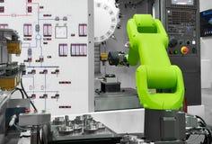 Robotic bransch för automation som väljer automatiska delar med CNC-maskinen i tillverkning royaltyfria foton