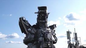 Robotic droidshuvud och skuldror footage Droid robot på bakgrund av himmel med moln begrepp isolerad teknologiwhite royaltyfri foto