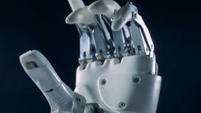 Robotic protesarbeten, böjande fingrar, slut upp stock video