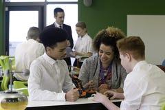 Robotic teknologi i skola royaltyfri foto