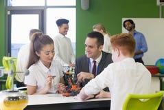 Robotic teknologi i skola arkivbilder