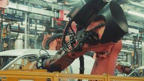 Robotikarbeit in der Fertigungsstra?e des Autos stock video