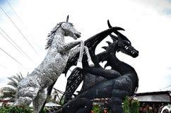 Robotjärnhäst och drake Arkivfoton