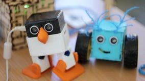 Robotpingvin i handling arkivfilmer