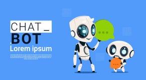 Robots de Bot de causerie tenant la bannière de bulle de la parole avec l'espace de copie, le broutement ou le concept de service illustration stock