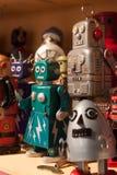 Robots de la hojalata del vintage en la exhibición en HOMI, demostración internacional del hogar en Milán, Italia fotos de archivo libres de regalías