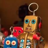 Robots de la hojalata del vintage en la exhibición en HOMI, demostración internacional del hogar en Milán, Italia imagen de archivo libre de regalías