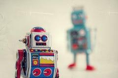 Robots filtrados del juguete de la lata del vintage aislados en el fondo blanco Fotografía de archivo libre de regalías