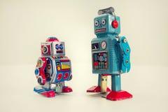 Robots filtrados del juguete de la lata del vintage aislados en el fondo blanco Imagen de archivo libre de regalías