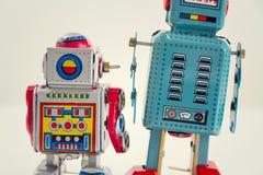Robots filtrados del juguete de la lata del vintage aislados en el fondo blanco Fotos de archivo