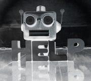 Robotsamtalhuvud i monokrom med ordet HJÄLP på ett trä Arkivfoto