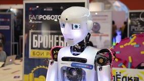 RobotThespian - humanoidroboten, automatiserad växelverkande maskin arkivfilmer