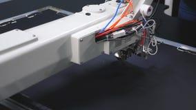 Robotyka pracy w krawiectwo linii produkcyjnej Komputerowe kontrole szwalna maszyna igielny broderia wz?r dalej zdjęcie wideo