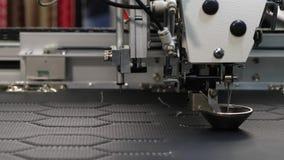 Robotyka pracy w krawiectwo linii produkcyjnej Robot szwalna maszyna Komputerowe kontrole szwalna maszyna automatycznie zdjęcie wideo