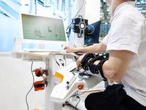 Robotyki rehabilitacji przyrząda dla używają z ręką obraz stock