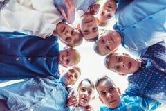 Robuuste boyhood vriendschap royalty-vrije stock fotografie