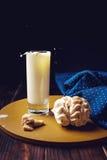 Rocíe del chapoteo en un vidrio de leche Fotografía de archivo libre de regalías