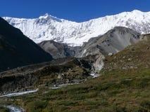 Roc пик Noir и Tilicho от базового лагеря Tilicho, Непала Стоковые Фото
